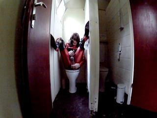 babsi metallic on public toilet