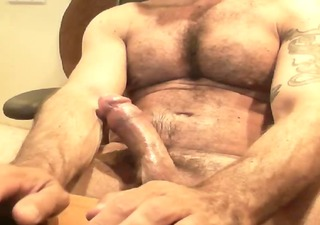 cam - bushy muscle italian dad jacking off