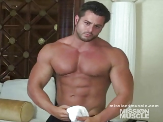 bodybuilder gay jerk off
