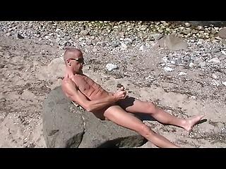 homo henndrik solo beach exposed cum on stone