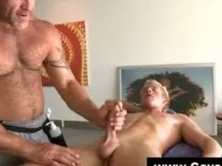 straight boy receives homo orall-service from